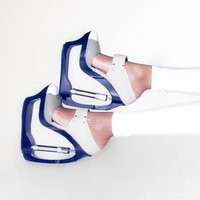 UK designer presents shoe collection with hydraulic heels