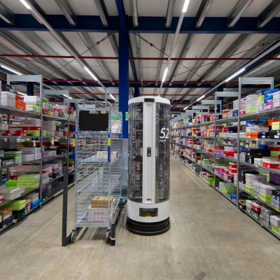 How robots help in footwear warehouses